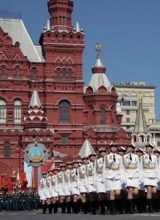 Female-servicemen-of-the-Military-University-of-the-Russian-Ministry-of-Defence-march