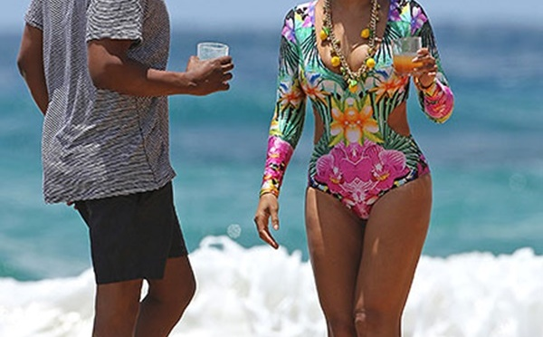 #Summergoals:  Jayz , Beyonce and Ivy are off on a'Lemonade' Vacation In Hawaii for a little R& R