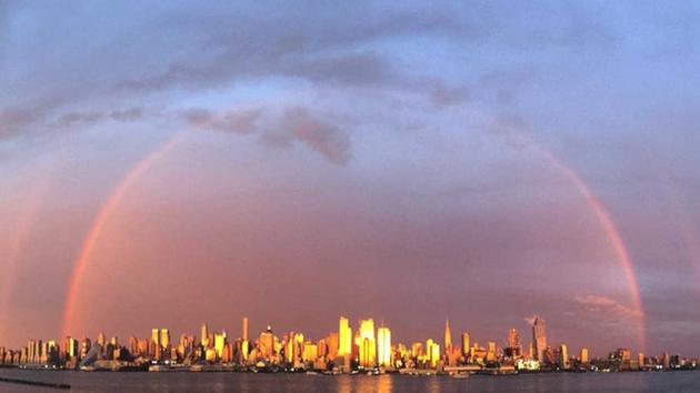 """Bridge over troubled waters"": New York's rainbow of hope. Watch amazing video"