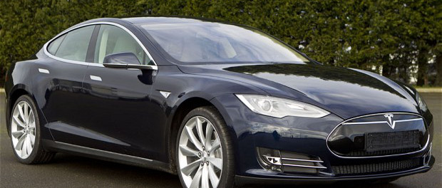 Tesla S ModelDriver killed as Self driving Tesla S Model has it's first crash while in autopilot mode: 'self-driving' car failed to detect a semi truck cutting into it'spath