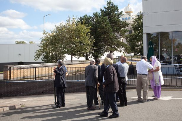 Cops outside the Gurdwara Sahib Sikh temple in Warwickshire, UK2.jpg